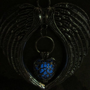 Jewelry - Glow in the dark large angel heart necklace 167